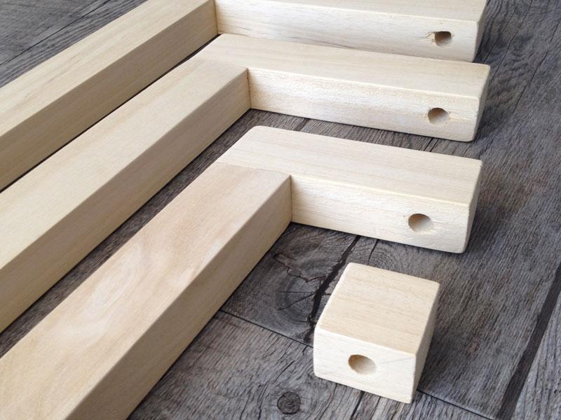 diy lampe tr pied en bois style scandinave inspir e de. Black Bedroom Furniture Sets. Home Design Ideas